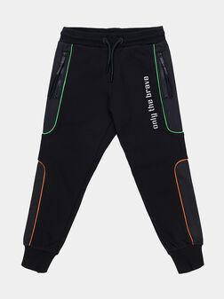 Спортен панталон с цветни акценти - 1