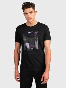 Черна тениска с принт - 1
