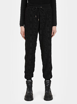 Черен спортен панталон с лого детайли - 1