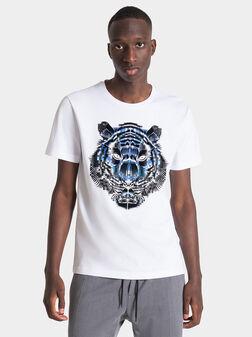 Бяла тениска с принт - 1