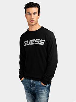 Черен пуловер с лого надпис - 1