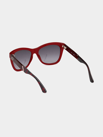 Sunglasses with red frames - 3