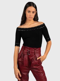Пуловер със скъсени ръкави и капси - 1