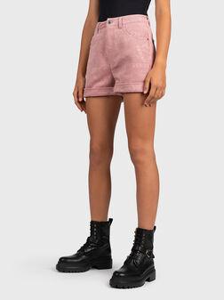 Къси панталони NATALIE с лого принт - 1