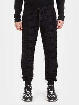 Спортен панталон с лого детайли в черен цвят - 1