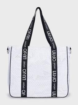 Бяла чанта за рамо с бродирани елементи - 1