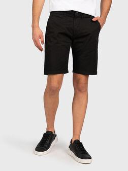 Къси чино панталони MC QUEEN в черен цвят - 1