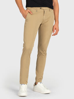 Слим панталон в бежов цвят - 1