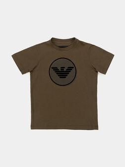 Тениска в кафяв цвят с лого принт - 1