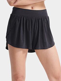Къси панталони в черен цвят - 1