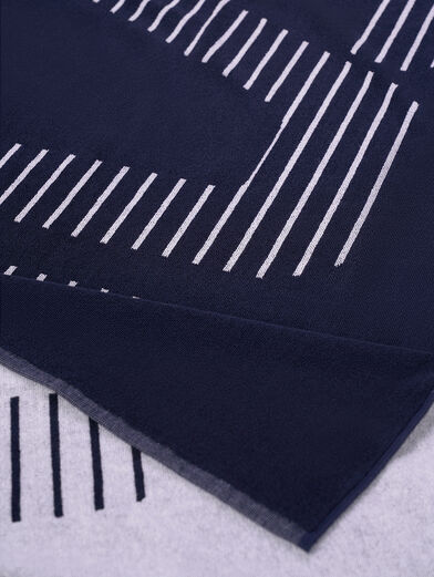 Beach towel with contrasting logo - 2