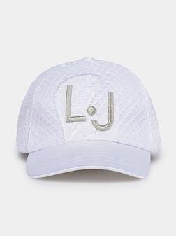 Бейзболна шапка в бял цвят - 1