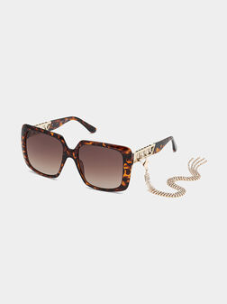 Sun glasses with brown frames and metal detail - 1
