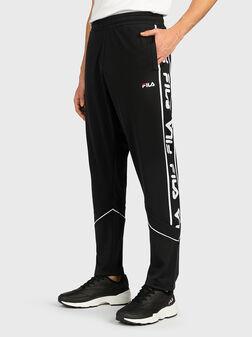Спортен панталон с контрастно лого TED - 1