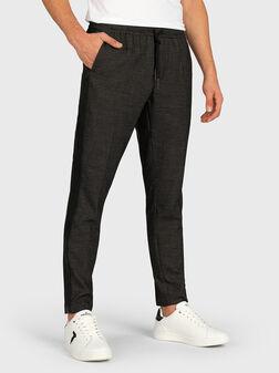 Панталон с микро принт и контрастни ленти - 1