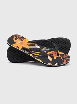 Плажни обувки с флорален принт - 1