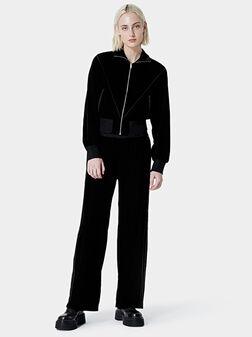 Кадифен спортен панталон в черен цвят - 1