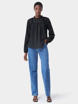 Черна блуза с дълги ръкави и декоративни елементи - 1