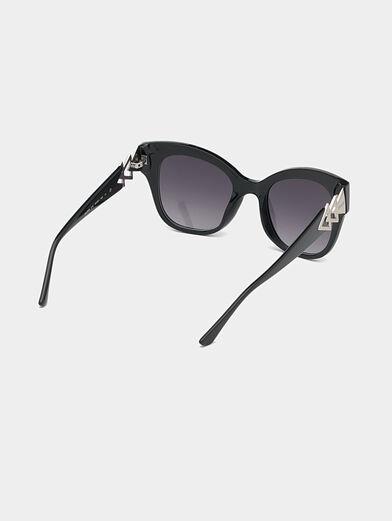 Black sunglasses with triangle logo - 5