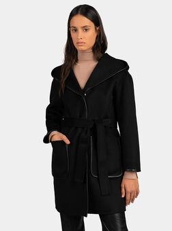 Черно палто с кожени детайли и колан - 1