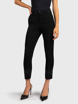 Черен панталон с апликирани кристали - 1