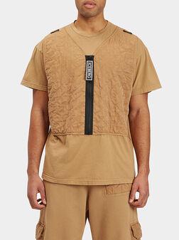 Тениска с декоративен детайл в бежов цвят - 1