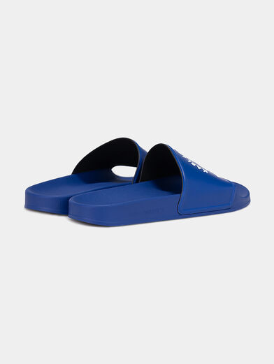 KONDO slides in blue with a contrasting logo - 3