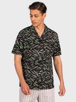 Черна риза с принт - 1