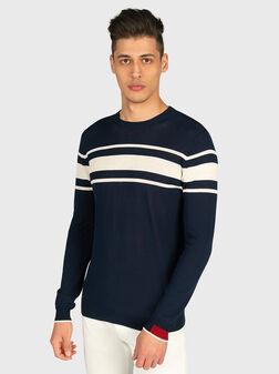 Пуловер с контрастни ленти - 1