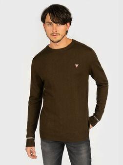 Пуловер в кафяв цвят с триъгълно лого - 1