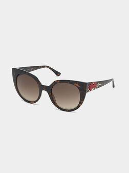 Слънчеви очила с флорални детайли - 1