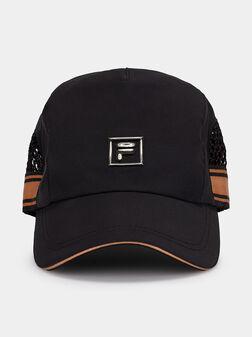 Черна шапка с козирка - 1