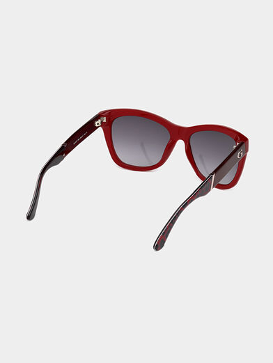 Sunglasses with red frames - 5