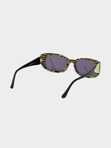 Sun glasses with black frames and logo detail - 5