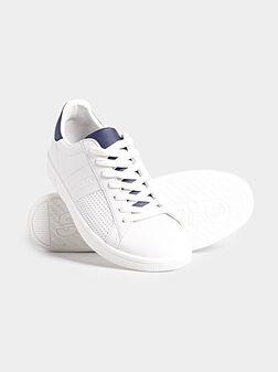 Кецове в бял цвят с перфорация - 1