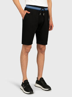 Памучни къси панталони с контрастна талия - 1