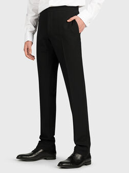 Елегантен черен костюм - 1