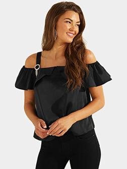 Сатенена блуза с акцентна катарамa - 1