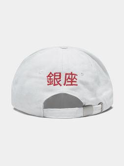 Унисекс шапка в бял цвят с лого - 1