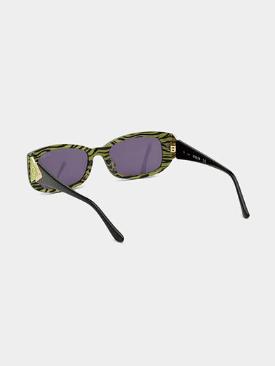 Sun glasses with black frames and logo detail - 3