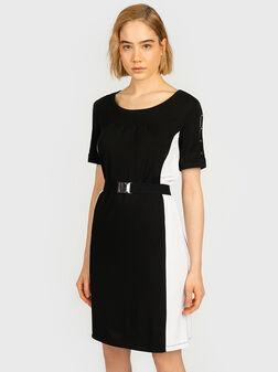 Къса рокля с контрастни детайли - 1