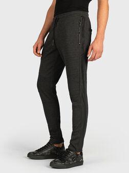 Панталон с контрастни кожени ленти - 1