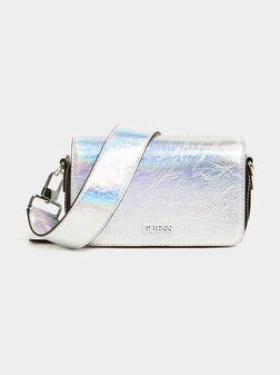 Малка кросбоди чантa в сребрист цвят - 1
