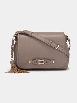 Кросбоди чанта със златист лого детайл - 1