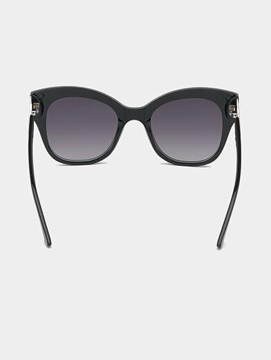 Black sunglasses with triangle logo - 4