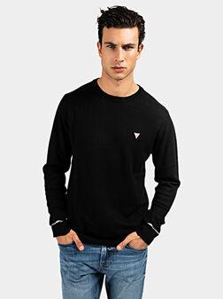 Пуловер с триъгълно лого в черен цвят - 1