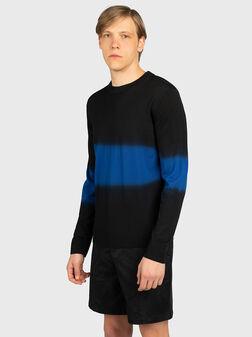 Пуловер с контрастен преливащ ефект - 1