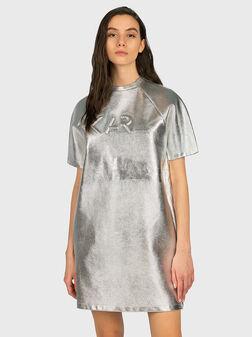 Сребриста рокля с релефно лого - 1