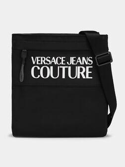 Кросбоди чанта с релефен лого принт - 1