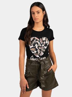 Черна тениска с принт и апликации - 1